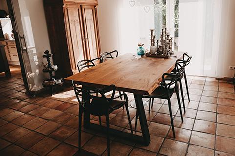 Tischplatte aus Eiche mit Metallbeinen